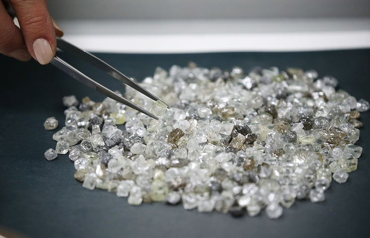 Illegal diamond dealers face arrest